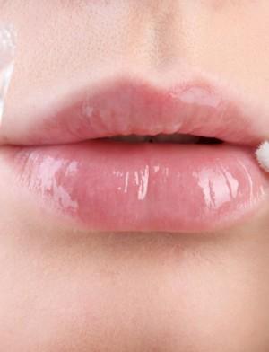 Жидкий бальзам для губ с алоэ Бельведер